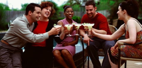 MedlinePlus: Former Problem Drinkers Find It Tricky to Navigate Social Settings: Study